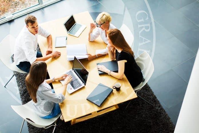¿Cómo deben integrarse la Gestión de equipos y reuniones?
